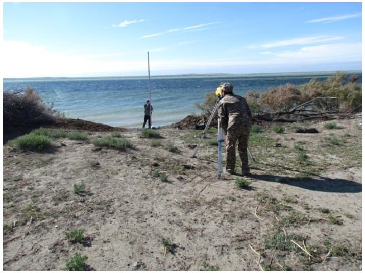 Нивелирная съемка и измерения на озере Раимколь