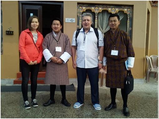 Рис. 4. Вместе с местными организаторами совещания из Королевского университета Бутана