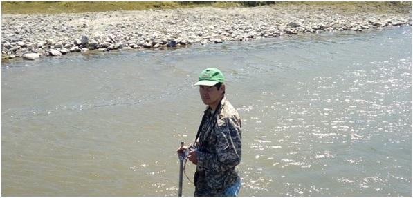 Рисунок 5 – Измерительные работы на реке Шар. Июль, 2018 г.